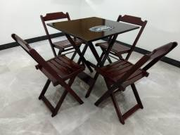 Título do anúncio: Jogo de Mesa de Madeira com 4 Cadeiras Dobráveis - Pronta Entrega