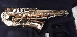 Título do anúncio: Vende -se Saxofone Alto Eagle em estado de novo