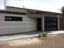 Vende-se. Excelente casa 02 quartos 01 suíte - José Abrão