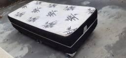 Cama box de solteiro com um colchão