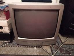 TV pequena em bom estado