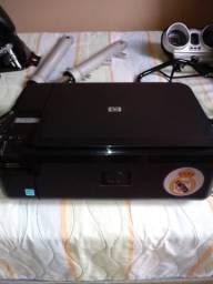 Impressora HP e dois teclados