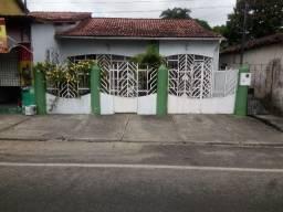 Aluga-se casa em Capanema/PA na Rua 14 de Março por R$ 1.200  *