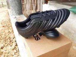 Vende-se Chuteira Adidas Copa Nova na Caixa