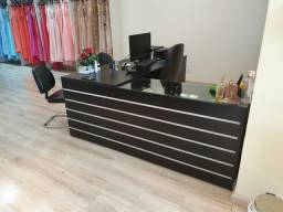 Mesa para loja/escritório com mostruário