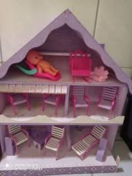 Casa de boneca de madeira. Whatsapp: *
