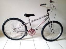 Bicicleta aro 24 cromada impecável só pedalar
