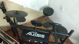 Bateria eletrônica Alesis Dm5