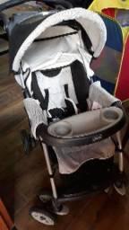 Carrinho Chicco com bebê conforto