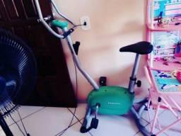 Vêndo está bicicleta de academia