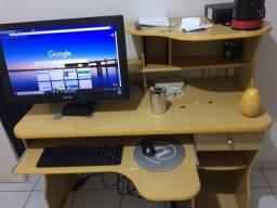 Rack e mesa mesa para computador na cor marfim