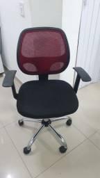 Cadeira Home Office Fusion c/Regulagem de Altura à Gás, encosto em tela vermelho usada