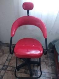 Linda cadeira vermelha para salão
