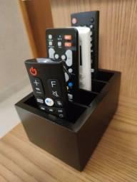 Porta Controle Remoto em Madeira para 4 controles
