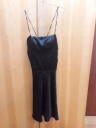 Vestido preto evase, feito sobre medida, todo trançado nas costas, tamanho P
