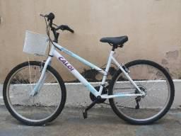 Bicicleta Caloi branca com cesto Ventura