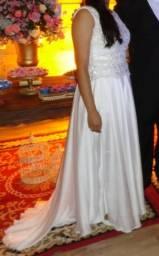 Vestido de Noiva e acessório de cabelo