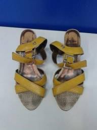 Sandália amarela