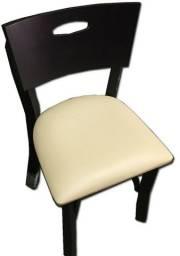Cadeira retrô de madeira