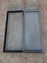 Janela de ferro com todos os vidros