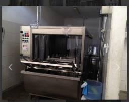Máquina para lavar garrafões água mineral e adicionada de sais