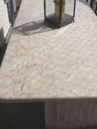 Mesa em mármore italiano vinda de Milão trabalhada a mão pra trabalhados