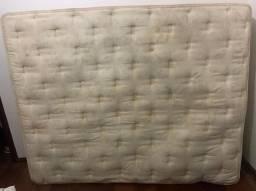 Vendo colchão Queen, higienizado, usado com alguns desgastes no tecido