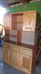 Um armário de madeira