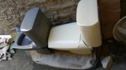 Vendo dois vasos sanitário acoplado usado precisa consertar o reparo do acoplado