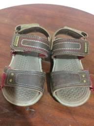Sandália da marca Klim tamanho 22