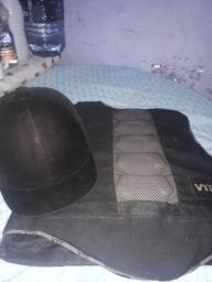 colete e capacete de alpinista