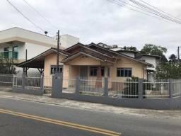 ALUGA-SE casa próxima ao antigo mini preço do Garcia-Rua Emílio Tallmann