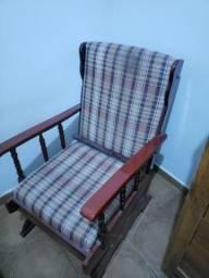 Cadeira balanço  de madeira maciça