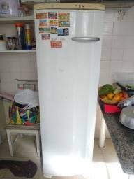 Título do anúncio: Freezer vertical Eletrolux f26