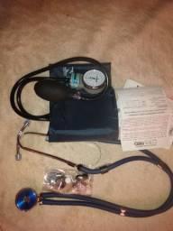 Kit esfigmomanômetro e estetoscópio
