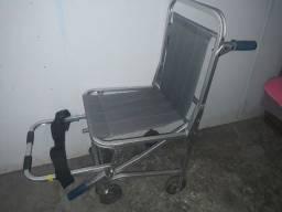 Vendo Cadeira com 4 rodas