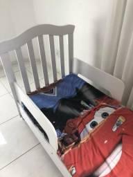 Guarda roupa e cama infantil