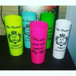 Copos personalizado, camisas, canetas,outras lembrancinhas e entre outros.