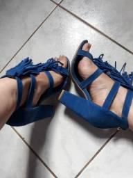 Sandália azul camurça