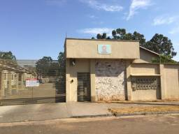 Alugo casa de 2 quartos no condomínio fechado, taxa já incluso no aluguel