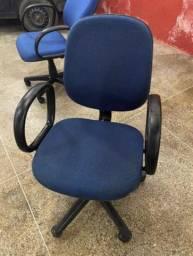Vendo cadeira para escritório muito conservada