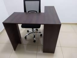 Mesa de estudo em L