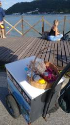 Carrinho de bebida. Vendas na praia, locais com movimento de pessoas