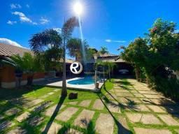 CA00198  Casa de 4 quartos com Arquitetura Rústica e Moderna Área de Lazer em Guarapari