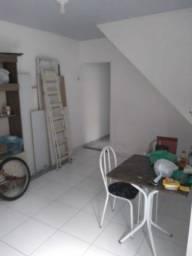 Aluga-se casa na Fernando Guilhon 1012, entre Roberto Camillier e Honório.
