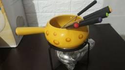 Aparelho para fondue em cerâmica.