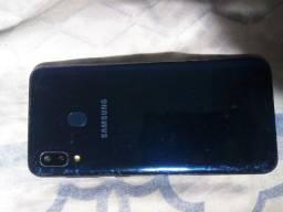 Samsung Galaxy A20 tá com um pequeno trinco impersepitivel bem piqueno