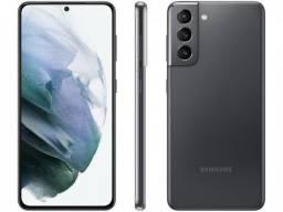 Smartphone Samsung Galaxy S21 128GB Cinza 5G - 8GB Ram Tela 6,2? Câm. Tripla + Selfie 10MP