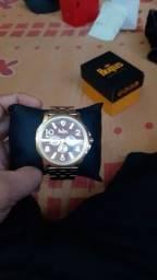 Vendo relógio novo na caixa