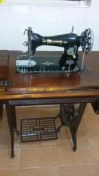 Máquina de costura antiga Mercury